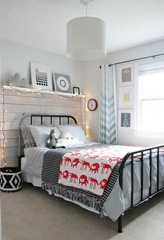 mommo design: BOYS ROOMS - black and white bedroom with a bit of color Decor Room, Bedroom Decor, Home Decor, Bedroom Ideas, Bedroom Wall, Room Decorations, Bedroom Lighting, Wall Decor, Home Bedroom