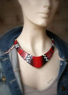Plastron rouge, noir et blanc : Collier par bellou                                                                                                                                                                                 More