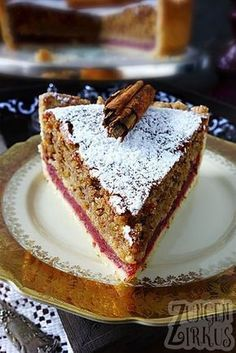 Nutty cinnamon cake with plum filling - tongue circus-Nussiger Zimtkuchen mit Pflaumenfüllung – Zungenzirkus If you are looking for a pastry that tastes a little … - Cupcake Recipes, Baking Recipes, Snack Recipes, Dessert Recipes, Food Cakes, Torte Au Chocolat, Cinnamon Cake, Cake & Co, Easy Smoothie Recipes