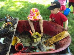 Glen Alton in Giles County offers a mud pie kitchen for kids on weekends throughout the summer. Mobile mud patch - easy way to create a temporary mud kitchen in a wheel barrow. Great for summer play or a messy play date. Backyard Play Spaces, Outdoor Play Spaces, Backyard Playground, Backyard For Kids, Backyard Ideas, Backyard Playhouse, Garden Kids, Play Yard, Playground Ideas
