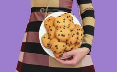 GRANDMAS COOKIES PLATE CLUTCH  100% HANDMADE Made out of hard foam Super Super Super lightweight Statement purse I can guarantee youll steal the show on every occasion Realistic Golden chain attached to it Theres some space inside for an iPhone 6, keys, make-up, money and cards.  Measurements: Diameter: 23 cm - 9 inches Hight: 10 cm - 4 inches  Wanna see more about this product? CHECK link below on my youtube channel: https://youtu.be/bja13VvtCC0