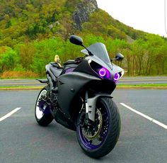 2013 Yamaha R1 Black Purple Eyes