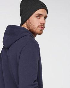 Classic Knit Beanie aus Biobaumwolle #veganemode #veganfashion #fairemode #fairfashion Knit Beanie, Winter Hats, Knitting, Classic, Shopping, Fashion, Fashion For Men, Scarves, Autumn