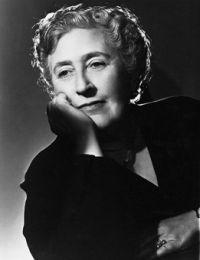 Agatha Christie - Wer ob all der herumspukenden Serienkiller an dem Genre Krimi verzweifelt, der suche Trost und Stütze bei Agatha Christie. Der Glaube an gute Krimis kehrt zurück, versprochen!