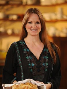 Ree Drummond : Food Network - FoodNetwork.com. My Favorite chef on food network! Her recipes are easy and quick!