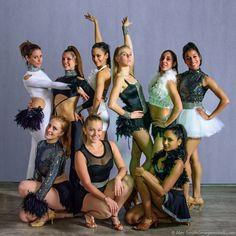 Dancers, Crown, Fashion, Moda, Corona, Fashion Styles, Dancer, Fashion Illustrations, Crowns