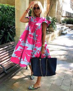 Fashion Themes, Fashion Dresses, Fashion Blogs, Midi Dresses, Club Dresses, Midi Dress With Sleeves, Short Sleeve Dresses, Green Midi Dress, Mode Outfits