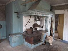 Wood cook stove and woodbin in a Kitchen in an old Swedish house where no one has lived for 50 years. Swedish Interior Design, Swedish Interiors, Cottage Interiors, Swedish Style, Swedish House, Abandoned Buildings, Abandoned Places, Wood Stove Cooking, Beautiful Ruins