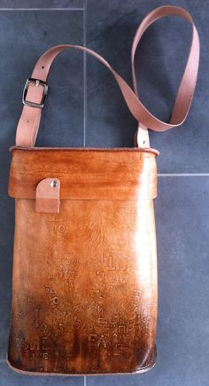 Lovin' this messenger bag! Funky Style, My Style, Funky Fashion, Dip, Messenger Bag, Purses And Bags, Brown Leather, Satchel, Honey