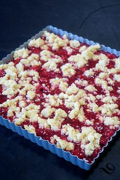 Croustillant aux framboises Crispy raspberries – bread on the board …. Raspberry Bread, Raspberry Desserts, Summer Desserts, Easy Desserts, Dessert Recipes, Gluten Free Cakes, Tart Recipes, Pinterest Recipes, Pain