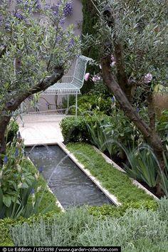 Caption: A rill with jets of water in a Mediterranean style garden Photographer: Liz Eddison Credit: Designer: Jeffery Hewitt - Chelsea 2006