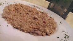 Risotto bianco ai calamari e gamberi con semi di melograno, pistacchi tritati e crema allo zafferano. €12