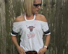 Cut Up Shirts, Cut Off Shirt, Diy Summer Clothes, Diy Clothes, College T Shirts, Making Shirts, T Shirt Diy, Denver Broncos, Cut And Style