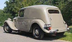 """1953 Citroën Traction Avant 11 """"varevogn"""" (DK) Citroen Van, Psa Peugeot Citroen, Vintage Trucks, Old Trucks, Classic Motors, Classic Cars, Art Deco Car, Automobile, Citroen Traction"""