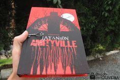 A nova edição do livro Amityville (The Amityville Horror) , do autor Jay Anson , publicada pela DarkSide Books foi lançada no final de setem...