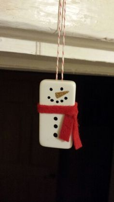These delightful modern day, DIY christmas snowman crafts will help you to be creative when decorating your home or work place. Homemade Ornaments, Diy Christmas Ornaments, Homemade Christmas, Christmas Decorations, Ornaments Ideas, Snowman Ornaments, Snowman Wreath, Ornament Crafts, Domino Crafts