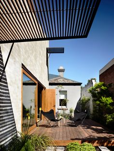 // East West House by Rob Kennon. Image: Derek Swalwell. Landscape: Robyn Barlow