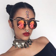 The festi season is upon us Ps I'll be doing a blog post on 'festival face' this weekend, providing you with the BEST inspo to decorate your face so keep your eyes peeled! Link in bio ❤️ sunnies from @frothlyf #coachella #vibes