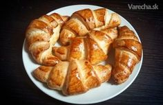 👍 su take pecivove nie listkove-Maslové croissanty kváskové (fotorecept) - Russian Recipes, Onion Rings, Apple Pie, French Toast, Food And Drink, Cooking Recipes, Sweets, Lunch, Baking