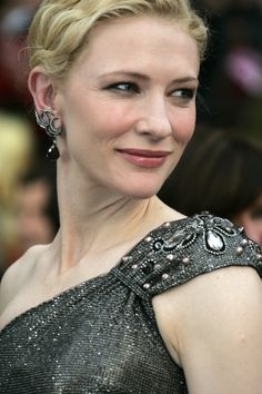 Cate Blanchett is a class act. Love how she doesn't cave in to the Hollywood nonsense. Just a great actor.