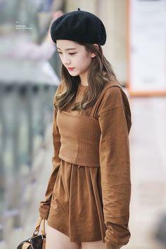 Jisoo Of Blackpink Blackpink Jisoo, Blackpink Fashion, Korean Fashion, Fashion Outfits, Womens Fashion, Black Pink ジス, Jenny Kim, Mode Kpop, Blackpink Photos