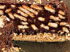 Receita de Terrine de Chocolate - 6 gemas, 250 gramas de açúcar, 250 gramas de chocolate em pó, Raspas de chocolate ou chocolate granulado, 3 colheres (sopa) de rum, 2 colheres (sopa) de café coado, 1 pacote de biscoito maizena (200 gr), 200 gr de manteiga sem sal