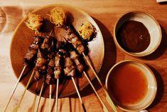 Yakitori et kimchi, sauces saté et aigre-douce
