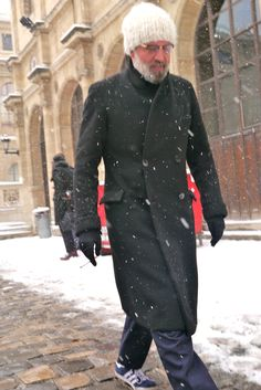 Robert Rabensteiner style, Paris! White hat x beard combo but why adidas with snow ?! Nice coat!