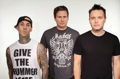 Blink-182 al lavoro sul nuovo album: aggiornamento video di Mark Hoppus dallo studio - G https://t.co/u73Hd6Zhbz https://t.co/Hr70C7pUpK