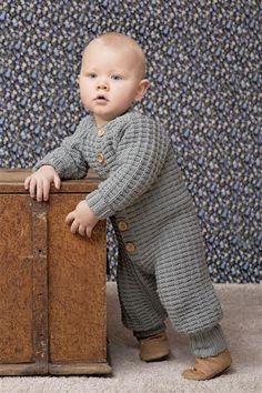 1404: Modell 6 Babydress med raglanfelling #strikk #merinoull