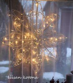 Christmas Home, Christmas Bulbs, Christmas Decorations, Holiday Decor, Christmas Ideas, Old And New, Diy And Crafts, Glass Vase, Chandelier