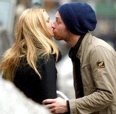 Body Language Success: Nonverbal Communication Analysis No. 2768: Gwyneth Paltrow, Chris Martin - and the VERY UNconscious Uncoupling foretelling their Conscious Uncoupling (VIDEO, PHOTOS)