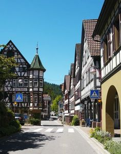 """Urlaub in Schiltach im Schwarzwald, Schiltach - Das Juwel des Schwarzwaldes  Die Stadt Schiltach liegt an einem Flußdreieck, der nach der Stadt benannten Schiltach. Dieser Fluß ist, läuft man durch Schiltach, fast """"unumgänglich"""", Kleine Brücken überspannen den Fluß.   In Schiltach findet man Fachwerkhäuser vom 16. bis 19. Jahrhundert in seltener Geschlossenheit"""
