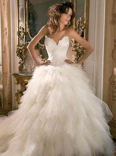 Promo noël: -40% Robe de mariage romantique robe pas cher Prix : €186,99 Lien pour acheter : http://www.robedumariage.com/longue-robe-ornee-de-broderies-en-tulle-d-eclat-bustier-en-coeur-robe-de-mariee-product-2195.html
