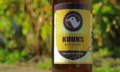 De Kuuks Brut Saison is een collab tussen de Cuijkse brouwbrigade en Wilskracht de stadsbrouwerij van Ravenstein. Een brut IPA kende ik al, maar een brut Saison nog niet. Wat zou je daarvan kunnen verwachten? Ik denk gelijk aan een goed droog bier met druiven in de smaak. Iets dat doet denken aan champagne. De […] The post Cuijkse Brouwbrigade – Kuuks Brut Saison appeared first on Hopblog.nl. Wine, Bottle, Drinks, Flask, Drink, Beverage, Drinking