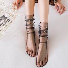 These are fascinating ways for women to wear ever-changing socks that will set your aesthetic style apart from others. Ankle High Socks, Socks And Heels, Sheer Socks, Lace Socks, Look Fashion, Womens Fashion, Dog Socks, Moda Casual, Women's Dresses