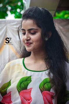 Anupama parameswaran sp3 Beautiful Girl Photo, Beautiful Girl Indian, Most Beautiful Indian Actress, Bollywood Actress Hot, Beautiful Bollywood Actress, Beautiful Actresses, Beauty Full Girl, Cute Beauty, Beauty Women