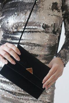 Τσάντα triangle metal - Δωρεάν αποστολές BLUSHGREECE Louis Vuitton Twist, Shoulder Bag, Metal, Bags, Handbags, Shoulder Bags, Metals, Bag, Totes