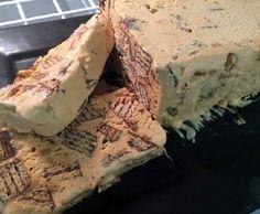O Torta Gelada de Bis com Doce de Leite é uma sobremesa muito prática, deliciosa e refrescante. Faça e comprove! Veja Também: Gelado de Bis e Maracujá Veja