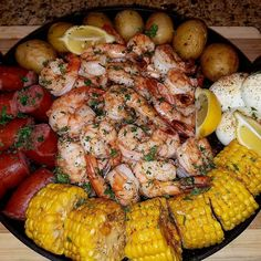 The organization of the food looks great but the angle of camera and light is wrong. Seafood Boil Recipes, Seafood Dishes, Seafood Bake, Boiled Food, Food Goals, Food Cravings, I Love Food, Soul Food, My Favorite Food