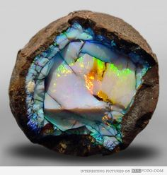 Ethiopian opal - OH!! HOW I WANTS ONE!!