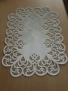 Ortu Cutwork Embroidery, Embroidery Stitches, Lace Patterns, Quilt Patterns, Motifs Islamiques, Leather Tutorial, Romanian Lace, Anthropologie Home, Burlap Table Runners