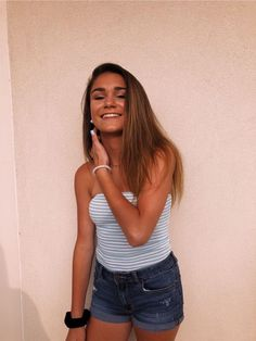 See more of alyssa-beckett's content on VSCO. Spring Outfits, Trendy Outfits, Cute Outfits, Fashion Outfits, Girly Outfits, Chica Dark, Foto Instagram, Picture Poses, Picture Ideas