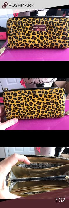 Steve Madden zip up clutch Middle inside coin part still zips but missing top part of zipper other than that excellent condition.... Steve Madden Bags Clutches & Wristlets