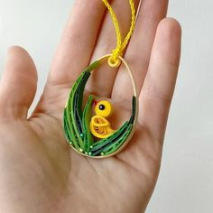 Handmade Easter tree - Quilling Deco Home Trends Paper Quilling For Beginners, Paper Quilling Tutorial, Paper Quilling Designs, Quilling Patterns, Paper Quilling Earrings, Quilling Paper Craft, Easter Tree Decorations, Easter Decor, Quilled Creations