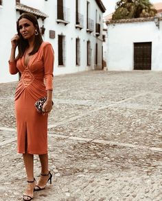 "La Más Mona on Instagram: ""WOW! Invitadas que se atreven con el naranja y consiguen un look de lo más increíble! 🧡 (🔍Vestido Rombo Naranja)  #lamasmona #deboda…"" Fiesta Outfit, Orange Is The New Black, Wedding Looks, Girls Be Like, Fall Winter Outfits, Fashion Outfits, Womens Fashion, Pretty Dresses, What To Wear"