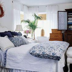 Master bedroom decor tips - Solid Guide With Regards To Home Design White Bedroom, Master Bedroom, Bedroom Decor, Bedroom Ideas, Blue Bedrooms, Bedroom Lighting, Dream Bedroom, Estilo Tropical, Cottage Interiors