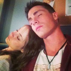 Colton Haynes (Roy Harper) and Will Holland (Thea Queen) sleeping. behind the scenes of 'Arrow' I think :) Roy And Thea, Dc Comics, Arrow Cast, Stephen Amell Arrow, Willa Holland, Thea Queen, Roy Harper, Team Arrow, Colton Haynes