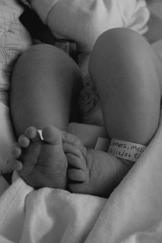 Tiny toes of newborn baby born in Virginia. www.vaphotographer.com