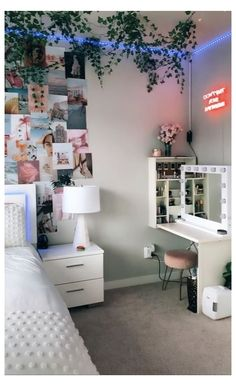Room Design Bedroom, Room Ideas Bedroom, Bed Room, Bedroom Ideas For Small Rooms For Teens, Cool Teen Rooms, Diy Bedroom Decor For Teens, Neon Bedroom, Bedroom Office, Bedroom Designs